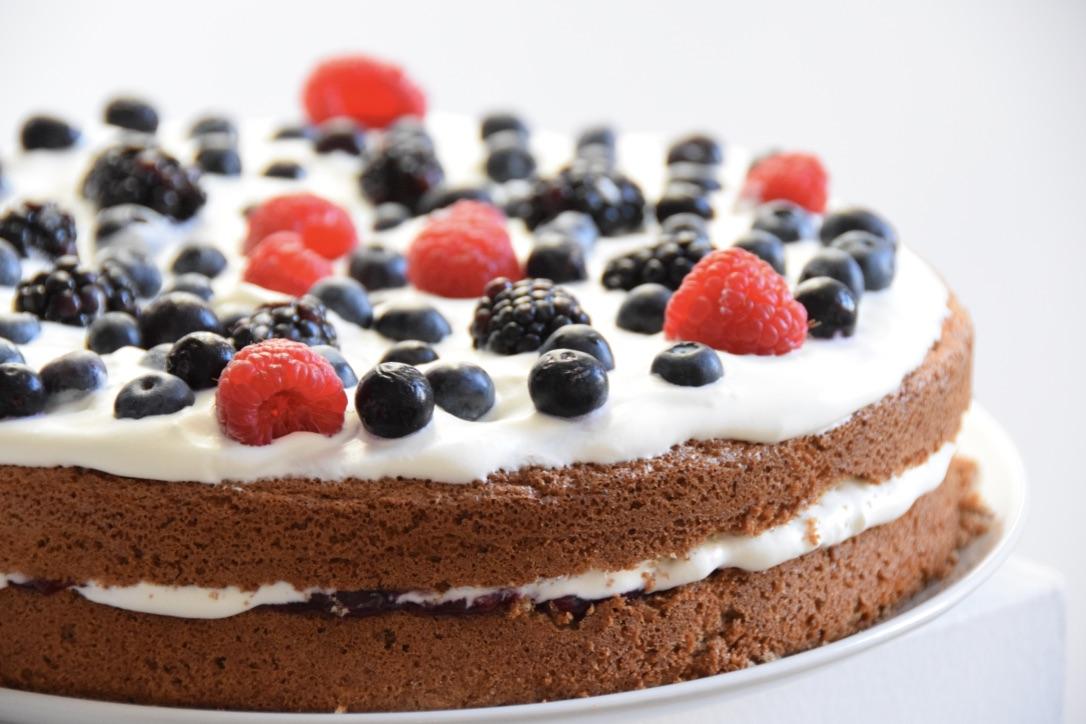 Lactose- en glutenvrije biscuittaart van bakbananenmeel