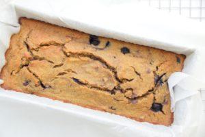 Samara's glutenvrije bananenbrood met bosbessen